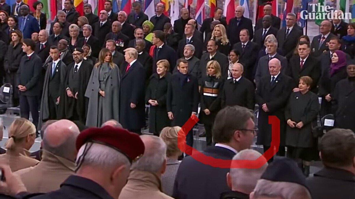 Nije važno gde je Vučić sedeo, već gde stoji