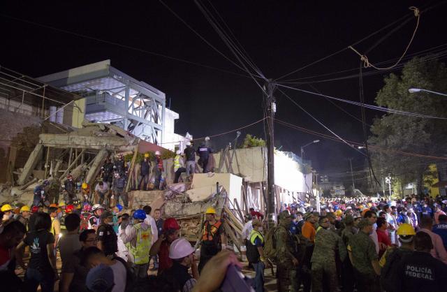 Мексико: У снажном земљотресу јачине 7,1 степени по Рихтеру погинуло 248 људи, потрага за несталима још траје