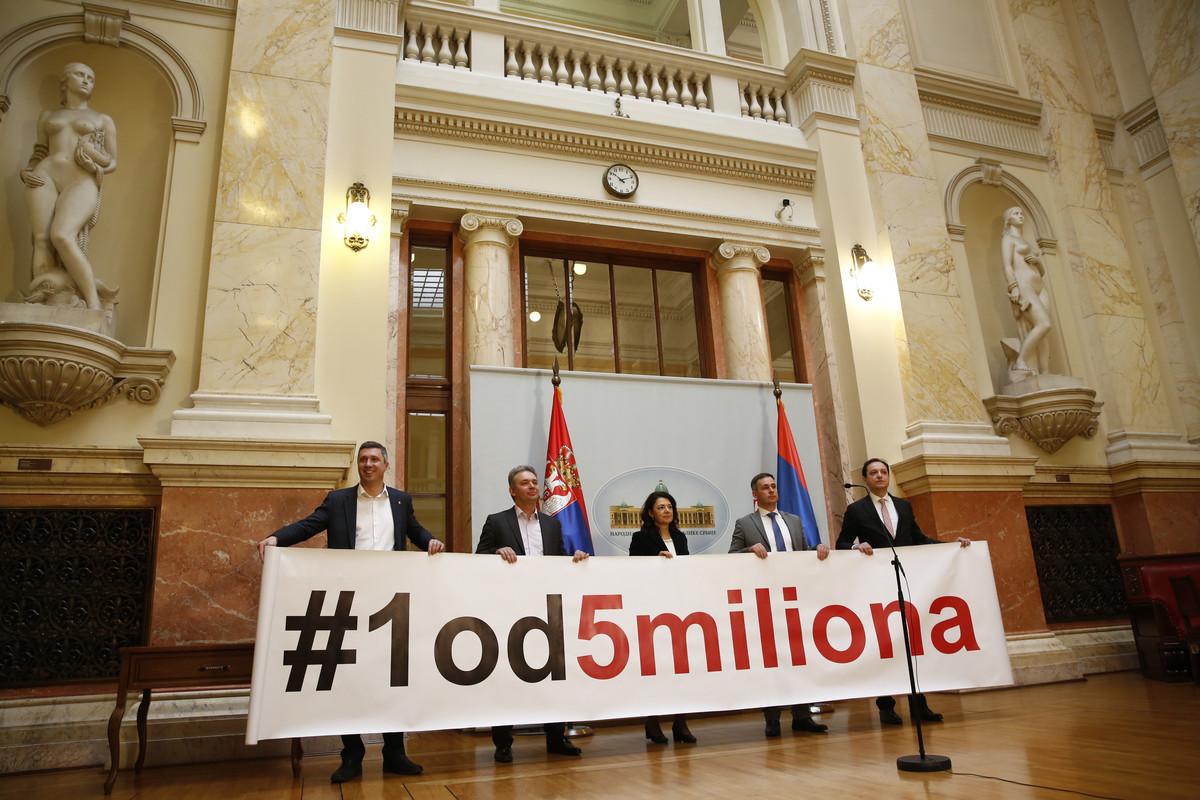 Почело ванредно заседање Скупштине Србије, посланици СзС бојкотују рад парламента 3
