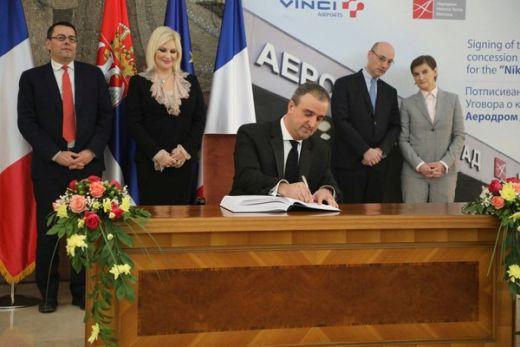 """Потписан уговор о концесији аеродрома """"Никола Тесла"""" на 25 година са  француском компанијом """"Ванси ерпортс""""  укупна номинална вредност  трансакције око 1 5e2634ecfdc16"""