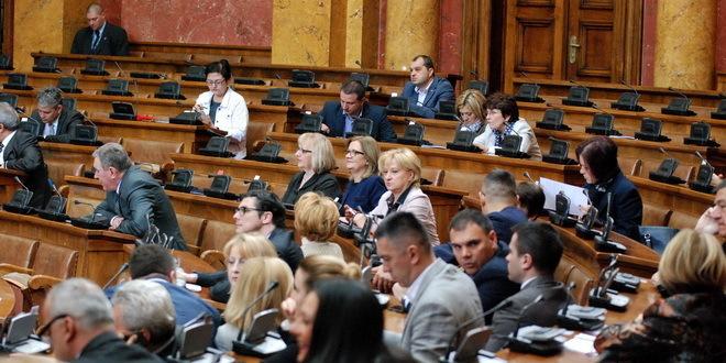 Скупштина Србиjе: Усвојен Закон о управљању аеродромима, омогућено давање аеродрома у концесиjу 2