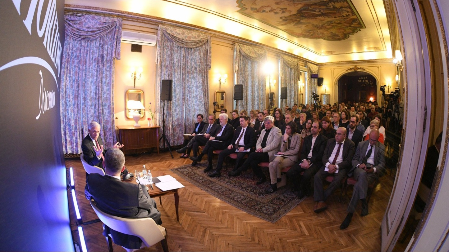 У Србији на власти један шизофрен конгломерат 2