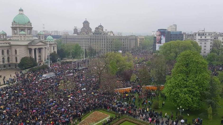 Много се ти курчиш за некога ко реално нема ни 20% подршке бирачког тела у Србији! 2