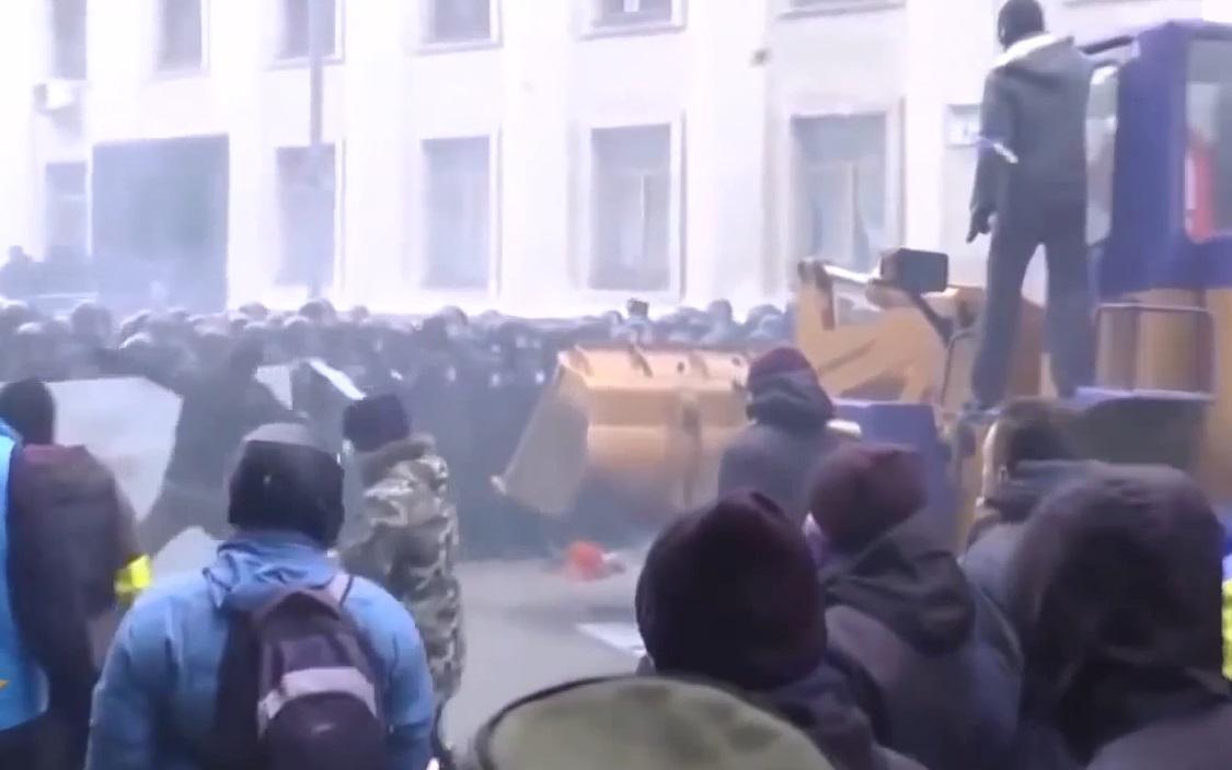 Исповест украјинског полицајца: Фашисти пуштају корачнице Трећег рајха и убијају нас, а ми не смемо употребити силу